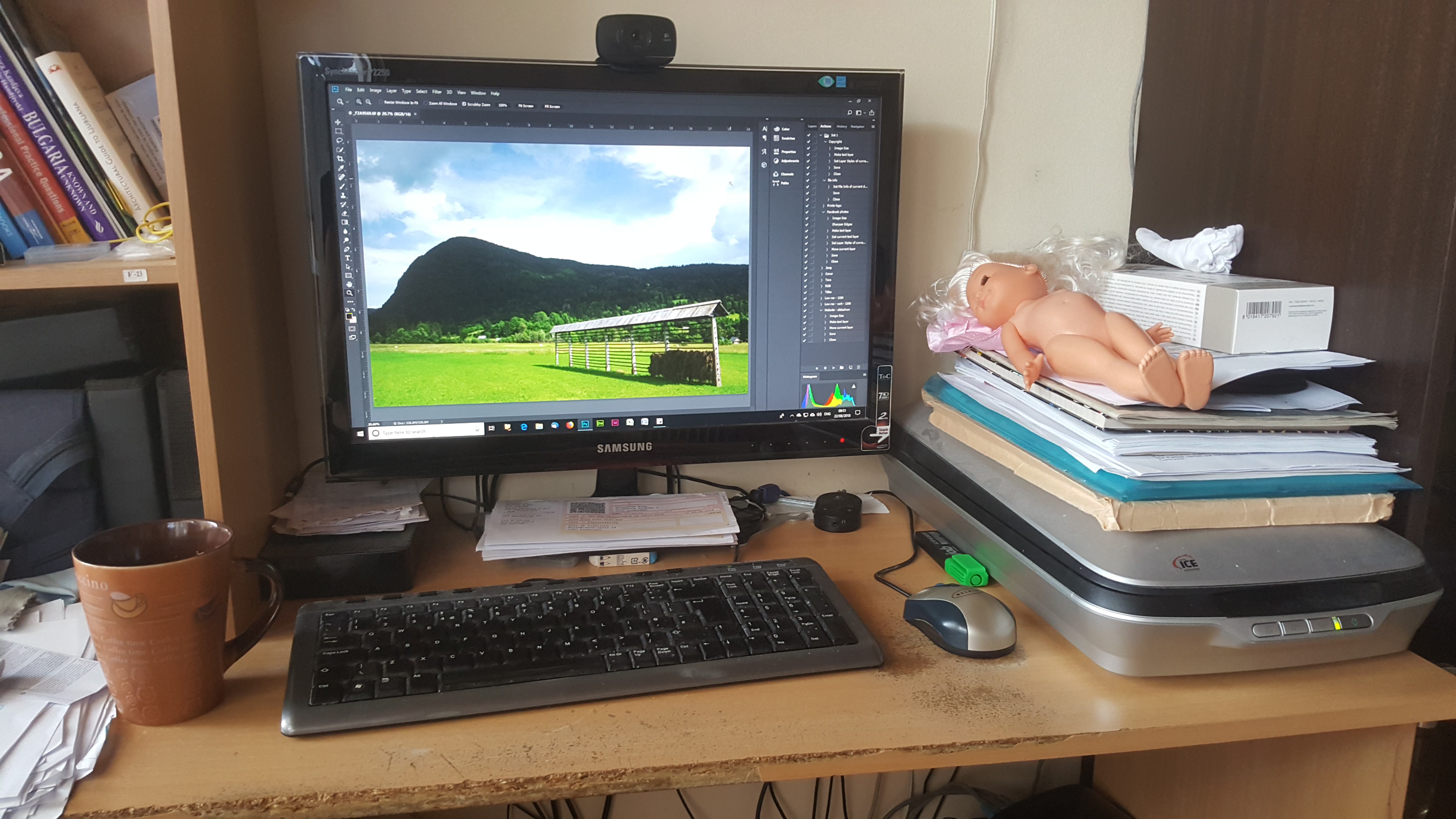 A photographer's life - When you have a 3 year old daughter and you work from home, this is what happens to your office.
